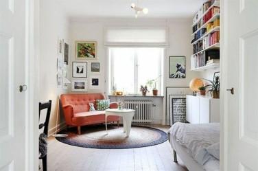 amenagement-petit-espace-idee-deco-sejour-tapis-rond-canape-orange
