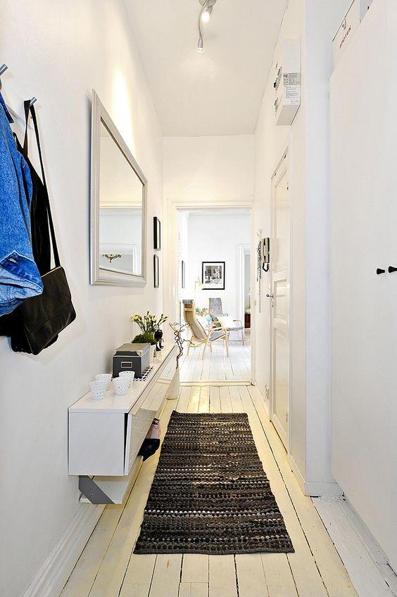 couloir-mur-peint-blanc-tapis-noir