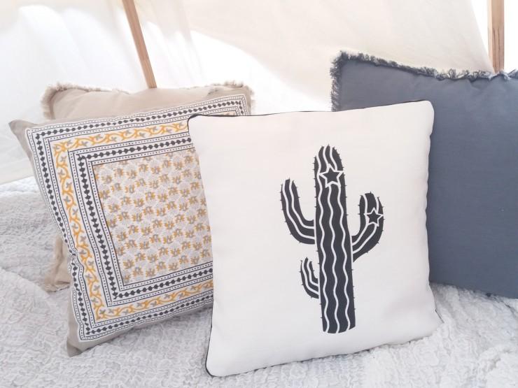 coussin-deco-cactus-en-lin-creation-francaise-lucy-jeanne-collection-decoration-chic