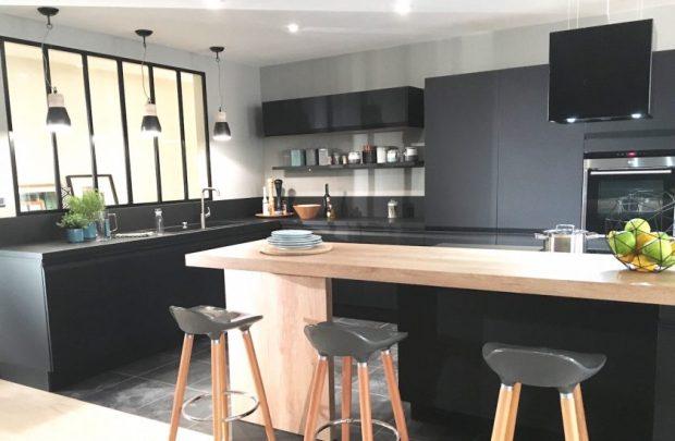 cuisine-verriere-noire-deco-design-e1461332516510-1
