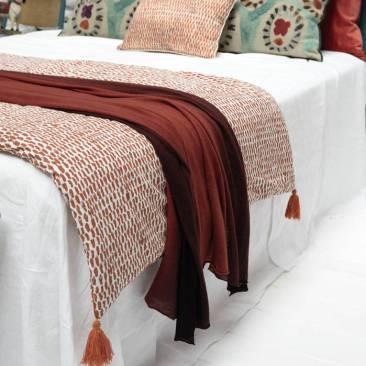 Du-linge-de-lit-terracotta
