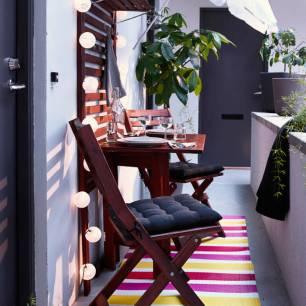 Jouer-les-effets-d-optique-tapis-en-longueur-pour-balcon-etroit-pour-un-petit-balcon-qui-a-tout-d-un-grand