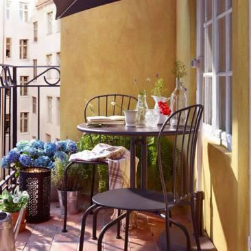 Penser-au-parasol-pour-un-petit-balcon-ensoleille-ou-pas
