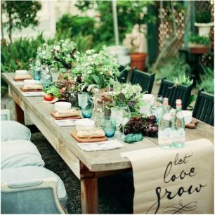 deco-table-de-jardin-serviettes-fleurs-chaises-1